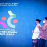 Menag Yaqut didampingi Dirjen Pendis merilis tema dan logo Hari Santri 2021. (Foto: Kemenag)